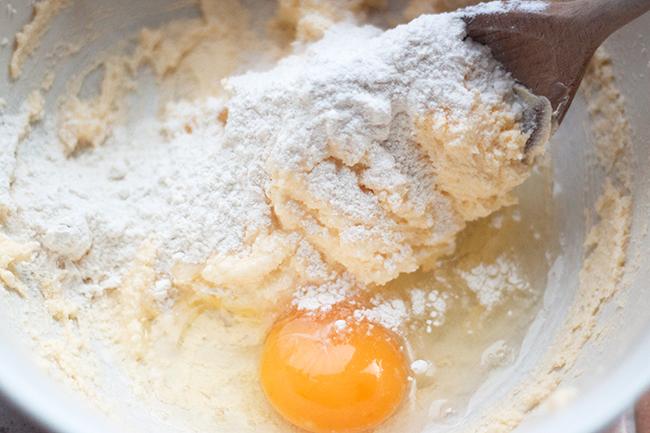 Dreamy White Chocolate & Raspberry Cupcake Recipe 6