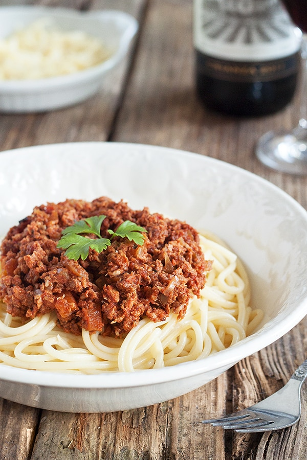Slow Cooked Spaghetti Bolognese Recipe - Rich flavours to make your taste buds buzz | CookBakeEat