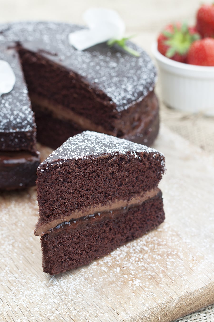 Vegan & Gluten Free Chocolate Cake - A'free from' chocolate cake that uses the healthiest ingredients | cookbakeeat.com