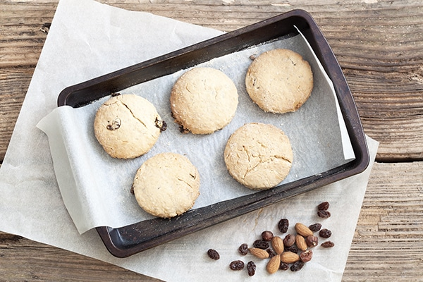 Fruity Nutty Breakfast Biscuits - Homemade biscuits bursting with fruits and nuts. | cookbakeeat.com #recipe #bake #breakfast