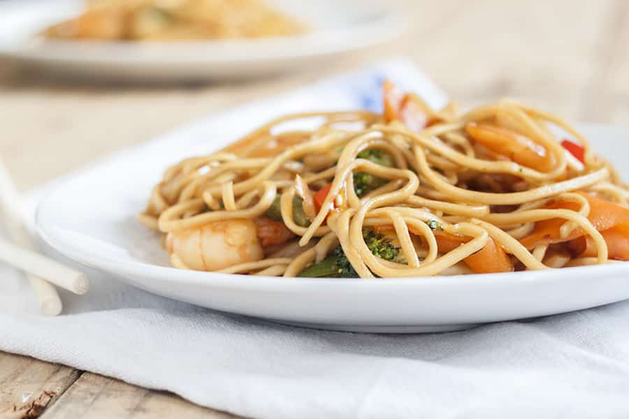 Sticky Honey & Soy Prawn Stir Fry - A rich, sticky sauce which goes perfect in a stir fry | cookbakeeat.com #stirfry #prawns #dinner
