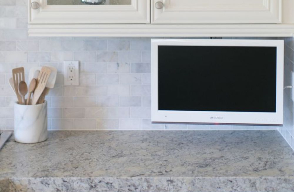 7 Best Small TVs for the Kitchen (2020)